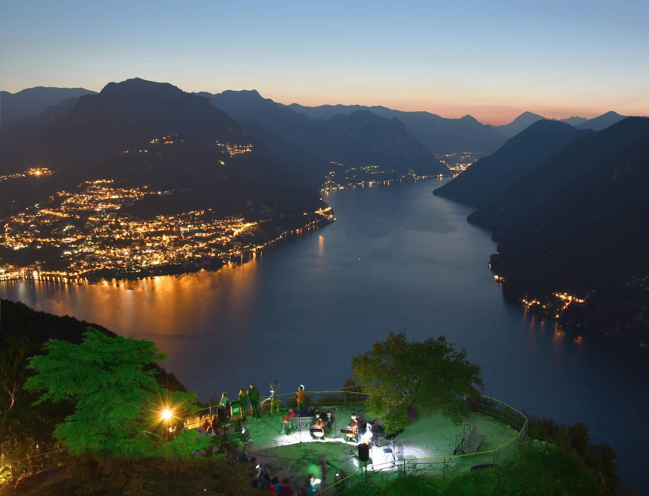 """150 persone in vetta al San Salvatore per """"Un'alba da ascoltare e ammirare"""""""